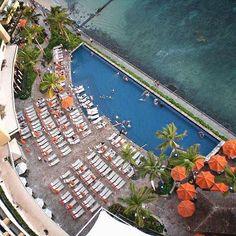 【yu_mi_ko13】さんのInstagramをピンしています。 《🌴🌴 * 部屋からの眺め * #ハワイ #ワイキキ #シェラトンワイキキ #ホテルからの景色 #部屋からの眺め #海 #うみ #コバルトブルー #プール #プールサイド #パラソル #オレンジ #思い出 #hawaii #waikiki #sheraton waikiki #Scenery from hotel ##View from the hotel #pool #poolside #umbrella #orange #memories》