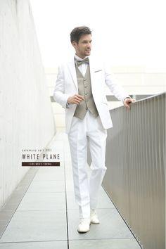 色合わせが好バランスな白タキシード♡ ハワイアンウェディングにおすすめの新郎衣装まとめ。 Tuxedo Wedding, Wedding Suits, Wedding Tuxedos, Suit Fashion, Fashion Show, Mens Fashion, Blazer Suit, Suit Jacket, White Dress Shoes