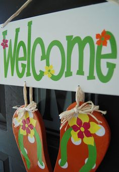Flip Flop Welcome Sign Home Projects, Craft Projects, Craft Ideas, Pool House Decor, Flip Flop Wreaths, Pool Signs, Beach Items, Surfs Up, Sign Quotes