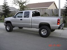 Lifted Silverado - Sweet Girl - Jacked Up Lifted Trucks Lifted Chevy Trucks, Gm Trucks, Chevrolet Trucks, Diesel Trucks, Pickup Trucks, Chevy Pickups, Lifted Silverado, Chevrolet Silverado 1500, Silverado 2001