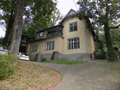 A BALATON DÉLI PARTJÁN, FONYÓDON, EGY MÚLT SZÁZADBAN ÉPÜLT HANGULATOS VILLA ELADÓ.FERIENHAUS IN FONYÓD, Balaton ZU VERKAUFEN! ZU VERKAUFEN. Villa for sale in Hungary. Villa, Holiday Homes For Sale, Hungary, Shed, Outdoor Structures, Mansions, House Styles, Southern, Home Decor
