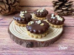 Mini Cheesecakes, Eclairs, Christmas Treats, Pavlova, How To Memorize Things, Muffin, Food And Drink, Cookies, Breakfast