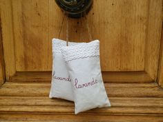 Petits sacs de lavande en linge ancien et dentelle : Textiles et tapis par une-fille-et-des-fils