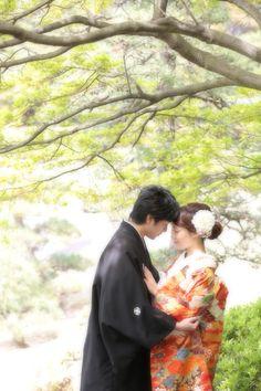 和装 前撮り ロケーション撮影 Wedding Photo Images, Wedding Couple Photos, Wedding Poses, Wedding Photoshoot, Wedding Shoot, Wedding Couples, Japanese Couple, Traditional Wedding Attire, Wedding Kimono