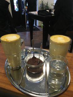 Wärmt und stärkt von innen - damit kommt ihr gut durch die Kält. . . . #cafe #espressobar #kurkuma #wien #mariahilferstrasse Espresso Bar, Chocolate Fondue, Artisan, Coffee, Desserts, Food, Turmeric, Cake, Craftsman