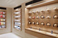 Design Shop, Mobile Shop Design, Design Design, Showroom Interior Design, Retail Interior, Retail Wall Displays, Shop Displays, Merchandising Displays, Window Displays