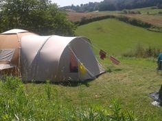 De kampeerplekken, vouwwagenplekkenDe 7 plekken liggen alle vrij van elkaar op verschillende plateau's waardoor u veel privacy hebt. Dat geeft ieder ook een stuk vrijheid. Door de beperktheid aan plaatsen is reserveren noodzakelijk.