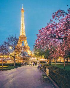 "If the Tour Eiffel is the sign of Paris, the Cathédrale de Notre-Dame de Paris is its heart. Sitting on the banks of the Seine, this marvelous architectural work of art is a guaranteed ""must-see"". Paris Torre Eiffel, Paris Eiffel Tower, Paris Images, Paris Pictures, Beautiful Paris, I Love Paris, Paris Paris, Best Vacation Destinations, Best Vacations"