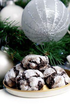 Crinkles asi není cukroví,které zná každý a hlavně není rozhodně jen receptem na svátky a Vánoce,ale hodí se kdykoliv když čekáte návštěvu n... Christmas Sweets, Christmas Cookies, Czech Recipes, Crinkles, Food Hacks, Cheesecake, Deserts, Food And Drink, Chocolate
