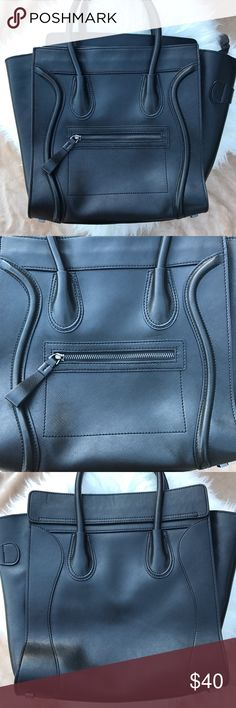 Black Vegan Leather Purse Previously loved💕 Great condition!!  Very clean. Zips on top. Pockets on both sides inside the purse. No flaws.  Make me your best offer! ✨📦  • Please ask all questions prior to purchase • Bundle and save • Feel free to make an offer! All reasonable offers will be considered • All orders are are guaranteed to be clean, steamed and shipped with care 📦💌🛍 Bags Totes