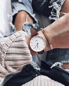 Love these watches and the bands that go with them! Go get the holiday gift set now! Use the code MOMO15 to receive an additional 15% off on Daniel Wellington products! There is free shipping worldwide and wonderful bundles deals on their website! https://www.danielwellington.com/us/ #ad #danielwellington