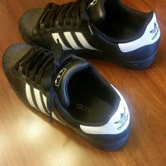 Men's Adidas shoes Old school black and white Adidas shell toe. Men's size 8. 9/10 condition. Adidas Shoes