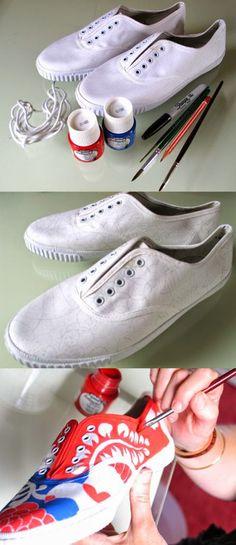 Selamlar :)   Şimdi içinizi kıpır kıpır yapacak bir konu hakkında yazacağım :) Hihi evet fotoğraftan anlaşılacağı gibi ayakkabı boyama ...