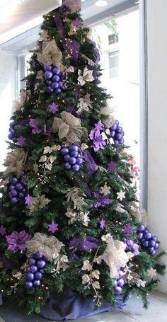 Purple Christmas Tree Decorations, Elegant Christmas Trees, Christmas Tree Design, Colorful Christmas Tree, Noel Christmas, Christmas Colors, All Things Christmas, Christmas Ideas, Peacock Christmas