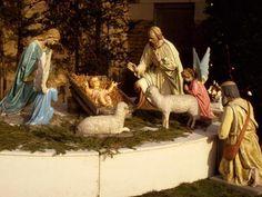 Feliz e Santo Natal http://betoqueiroz.com/no-presepio-de-adelia-prado-um-poema-em-prosa/