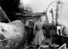 """Segundo golpe de mano fallido británico en Ostende. En la foto a bordo del buque de guerra alemán """"Vengativo"""""""