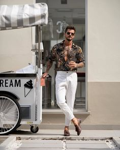 Latest Summer Fashion Trends For Men 2019 - The Hust Latest Summer Fashion, Summer Fashion Trends, Latest Mens Fashion, Spring Fashion, Summer Outfits Men, Stylish Mens Outfits, Floral Shirt Outfit, Floral Shirts, Camisa Floral