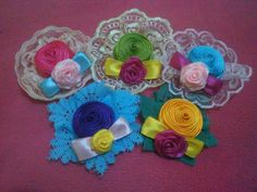 Mini brooch from ribbon