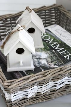 So cute, little bird houses as decoration Little White House, Little Houses, Rattan Basket, Wicker, Baskets, Estilo Country, Wood Pallet Furniture, Box Houses, Inspired Homes