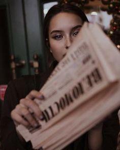 ↬ ᴘɪɴᴛᴇʀᴇsᴛ┊ᴄʟᴏᴜᴅxᴏɴᴇ ༉‧₊˚✧ Fashion Photography Poses, Urban Photography, Artistic Photography, Photography Women, Creative Photography, Street Photography, Portrait Photography, Photos Tumblr, Insta Photo Ideas