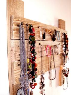 Porte bijoux BETISE en bois brut, esprit récup