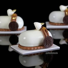 Mont-Blanc of Pear and Chocolate with Chestnut Cream - Bavette Small Desserts, Fancy Desserts, Gourmet Desserts, Sweet Desserts, Plated Desserts, Sweet Recipes, Delicious Desserts, Cake Recipes, Dessert Recipes