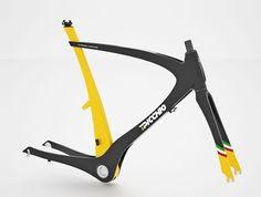 Picchio carbon bicycle frame design by Nicola Guida