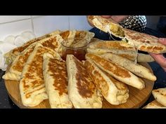 Des petits pains turc aux poulet une pâte très légère. Ingrédients ⬇️ - YouTube Pain, French Toast, Bread, Ramadan, Breakfast, Ethnic Recipes, Food, Turkish Language, Poultry