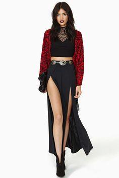 Reverse Bordello Velvet Fringe Kimono. Want the entire ensemble. ※The blonde in the pic※