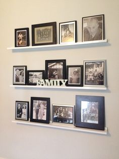 home entrance ideas Family Pictures On Wall, Family Wall, Photo Arrangements On Wall, Home Living Room, Living Room Decor, Gallery Wall Layout, Picture Shelves, Room Wall Decor, Decorating With Pictures