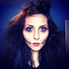 Maquiagem referência para o Halloween: boca costurada e olhão de boneca