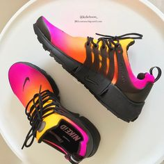 Young Women's New Balance Shoes Cute Sneakers, Sneakers Nike, Sneakers Fashion, Fashion Shoes, Nike Tennis Shoes, Adidas Shoes, Hype Shoes, Fresh Shoes, Adidas Originals