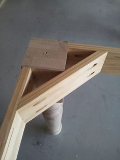 Corner Brace - totally need to add these to my vanity. projects tips woodworking Woodworking Workbench, Woodworking Furniture, Woodworking Crafts, Woodworking Guide, Workbench Plans, Workbench Stool, Diy Wood Projects, Furniture Projects, Wood Furniture