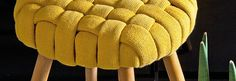 Stool fashionably clothed - Leroy Merlin tips Diy Furniture Decor, Mirrored Furniture, Funky Furniture, Diy Home Decor, Old Sweater Crafts, Diy Footstool, Diy Pouf, Creative Bookmarks, Stool Covers