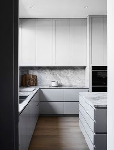 9 Inviting Clever Ideas: Small Kitchen Remodel U-shape kitchen remodel black appliances style.Kitchen Remodel Dark Cabinets Hoods apartment kitchen remodel on a budget.Apartment Kitchen Remodel On A Budget. Scandinavian Kitchen, Scandinavian Interior Design, Interior Design Kitchen, Marble Interior, Scandinavian Style, Modern Interior, Modern Decor, Monochrome Interior, Grey Interior Design