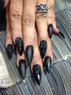 Halloween Nail Designs 100 Maleficent Halloween Nail Art ideas to give your claws a Ghoulish relish - Ethinify Glam Nails, Fancy Nails, Beauty Nails, Pretty Nails, Cute Nails, Stiletto Nails, Holloween Nails, Halloween Acrylic Nails, Halloween Nail Designs