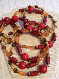 LooOng Unique 70s Looking Beaded Necklace