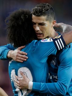 Marcelo & Ronaldo #realmadrid  #football Marcelo Real, Real Madrid Football Club, Ronaldo Real Madrid, Cristiano Ronaldo 7, Shin Splints, Soccer Training, Football Players, Valencia, Champion