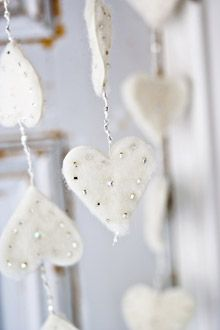 DIY Christmas decoration: snow white felt hearts in a ribbon White Christmas, Christmas Crafts, Christmas Decorations, Xmas, Christmas Ornaments, Handmade Ornaments, Felt Ornaments, Advent, Felt Hearts