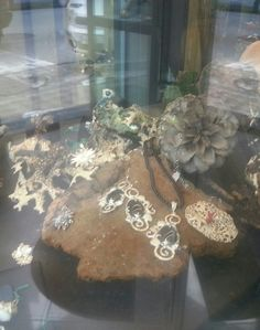 vetrina di Bottega Artigiana Orafa Creazioni in Oro e Argento