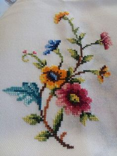 This Pin was discovered by Özl Cross Stitch Heart, Cross Stitch Borders, Cross Stitch Flowers, Cross Stitch Designs, Cross Stitching, Cross Stitch Embroidery, Cross Stitch Patterns, Cross Stitch Cushion, Cross Stitch Pictures