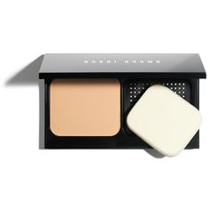 Get a flawless finish & lasting wear with powder foundation in a compact. Shop Bobbi Brown Skin Weightless Powder Foundation in 20 skin-true shades. Best Long Lasting Foundation, Foundation For Oily Skin, Compact Foundation, Oil Free Foundation, Natural Foundation, No Foundation Makeup, Bobbi Brown Bronzing Powder, Bobbi Brown Corrector, Shopping