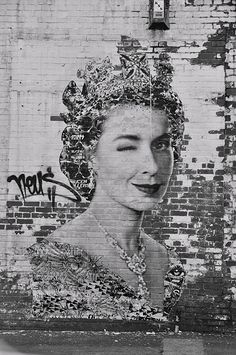 Street Art / Graffiti,,, God Save The Queen by Neus 3d Street Art, Amazing Street Art, Street Art Graffiti, Street Artists, Amazing Art, Wall Street, Banksy, Art Photography, Street Photography