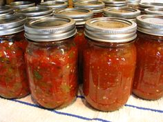 My favorite Salsa Recipe.and I added juice from half a large lime Sounds Super EASY! Canning Recipes, Raw Food Recipes, Mexican Food Recipes, Great Recipes, Favorite Recipes, Healthy Recipes, Good Food, Yummy Food, Salsa Recipe