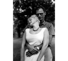 Marilyn Monroe et Arthur Miller par Sam Shaw, 1957 © SAM SHAW, courtesy Galerie de l'Instant, Paris