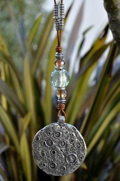 Colgante medallón luna  de Doce Cuentas por DaWanda.com
