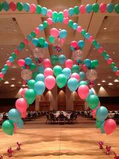 Multiple string of pearl balloon arches