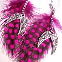 Boucles d'oreille plume rose fuchsia et noire à pois, ailes d'ange argenté.