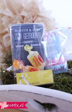 Op zoek naar een huwelijksbedankje met snoepgoed dat er uit ziet als een cadeautje?! Dan zijn de Clear Sweet Bags snoepzakjes trouwbedankjes wat voor jullie!