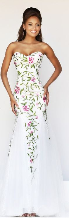 Sherri Hill Spring 2014 So pretty! Where would I ever wear such a beautiful dress living here on Cape Cod?